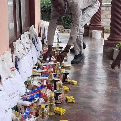 40 voedselpakketten ... een eerste realisatie van het project