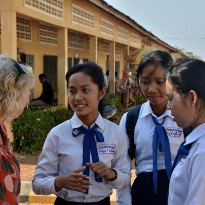 Foto 5: Enkele van onze studenten hoger middelbaar. Een bezoek aan hun school en slaapzaal.