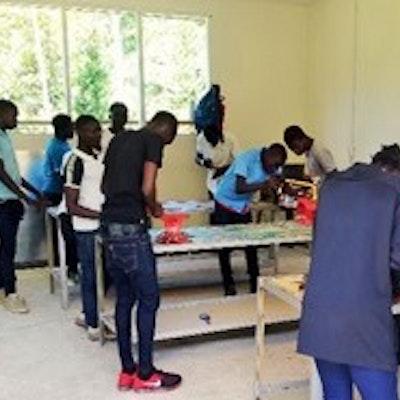 Leerling van de beroepsschool in Atjoni (Pokigron)