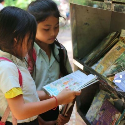 BOOKSTREET een lokaal initiatief dat wij ondersteunen, dat via een mobiele bibiotheek onderwijs tot bij werkende kinderen brengt.