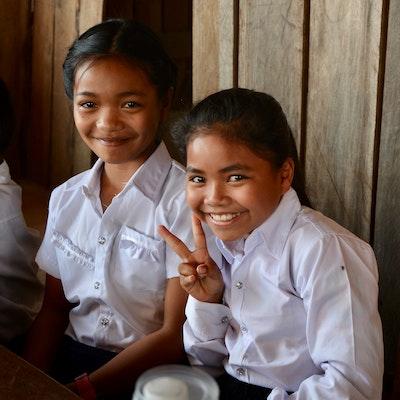 Foto 3: Enkele jonge leerlingen in de dagelijkse Engelse les van onze coördinator.